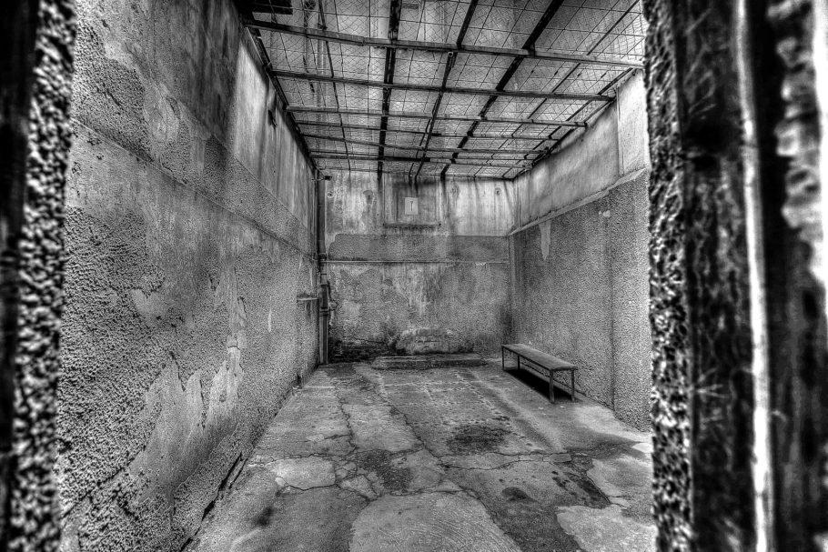 刑務所のようなホテル